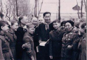 Чурукта тыва эки турачылар Украин ССР-нин Ровно облазынын Вербы суурнун интернадынын сургуулдары-биле. 1965 чыл.